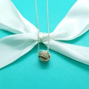 Twistes knot pendant necklace